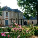 Hôtellerie du prieuré des Frères de Saint-Jean au sanctuaire Notre Dame du Chêne