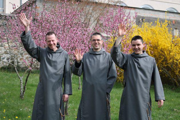 3 frères ont pris l'habit