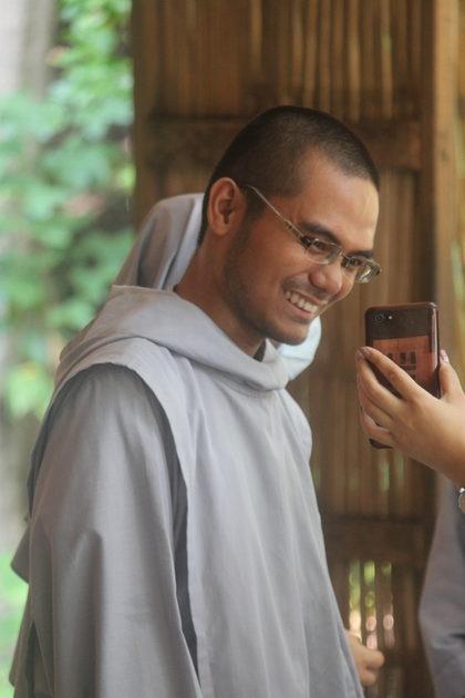 Prise d'habit de frère Niño-Jesus à Cebu